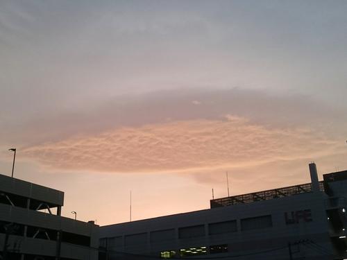 なんとなく変な雲.JPG