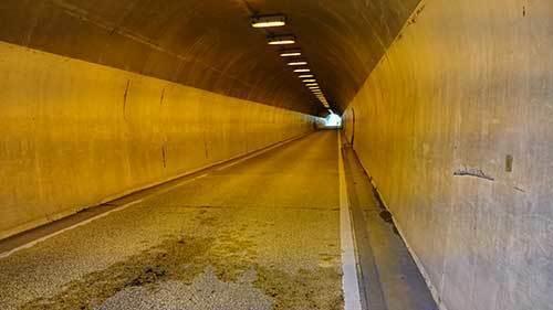 東隧道.jpg